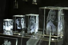 Glasblöcke mit verschiedenen Motiven in 3D