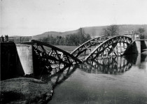 Zerstörte Weserbrücke