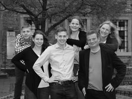 Portrait Familie Marktplatz Rinteln in schwarzweiß